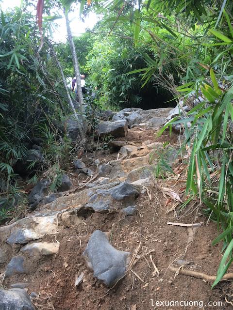 Đường lên núi Bài Thơ - Hạ Long