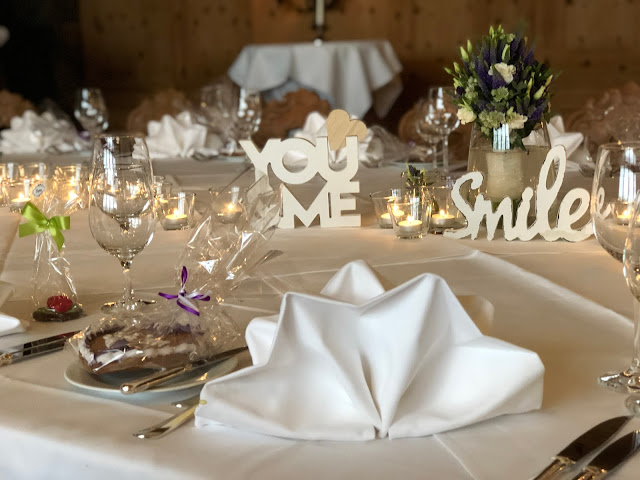 table decor, center piece, no flowers, you and me, smile, wooden letters, candles, wedding venue Parkhotel Wallgau, wedding weekend, destination wedding, mountain wedding, wedding in Bavaria, wedding planner, 4 weddings & events, Uschi Glas, Garmisch-Partenkirchen, Zugspitze, Garmisch wedding, Germany, wedding coordinator