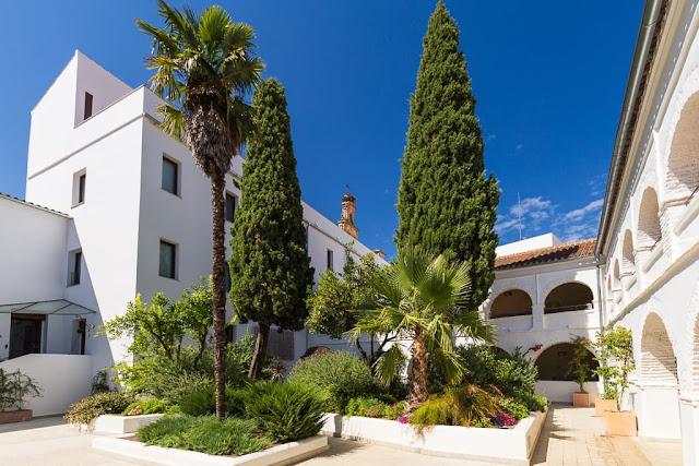 Patio interior del Hotel Convento Aracena