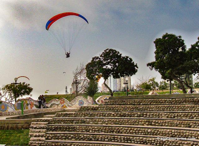 Paragliding no Parque do Amor, Lima