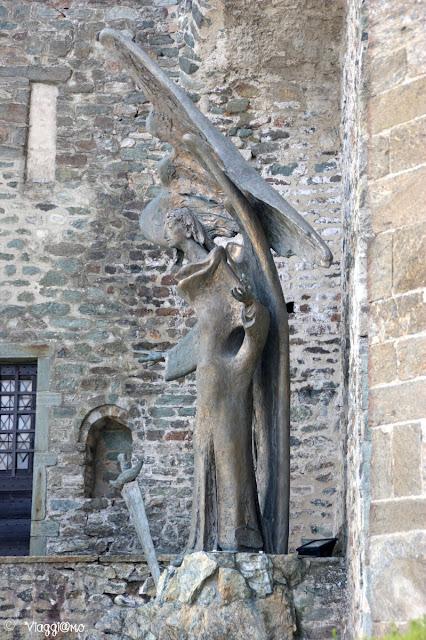 La Statua che rappresenta l'Arcangelo Michele, dal 2005 alla Sacra
