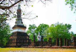 sukhothai temple ruin