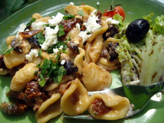 Orecchiette pasta with sun-dried tomato and black olive sauce by Laka kuharica: nutritionally balanced recipe pinched from the Mayo Clinic.
