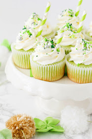 These shamrock shake cupcakes are so adorable, and perfect for St. Patrick's Day!