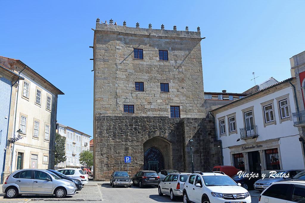 La Torre puerta nueva o Torre Barcelos,