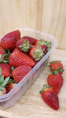 Erdbeerzeit in der Kinderbackstube
