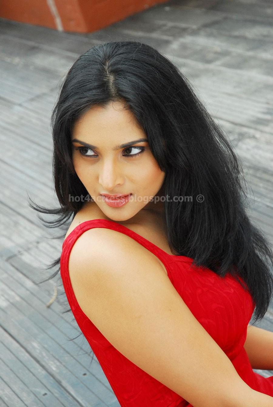 Kannada actress ramya latest pics