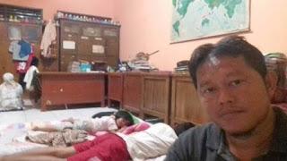 Kisah Honorer K2 yang 14 Tahun Lamanya Tinggal di Ruang Guru Sekolah