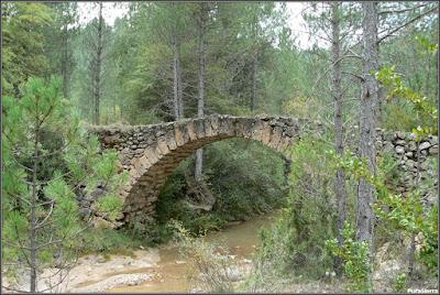 Puente De Barbazoso, sobre el Arroyo De La Dehesa (Poyatos)