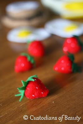 DIY Breakfast Felt Foods | Strawberries | by CustodiansofBeauty.blogspot.com
