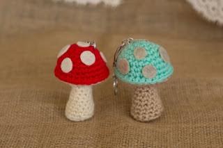 Crochet Amigurumi Keychain Free Pattern : Free amigurumi patterns mushroom keychain