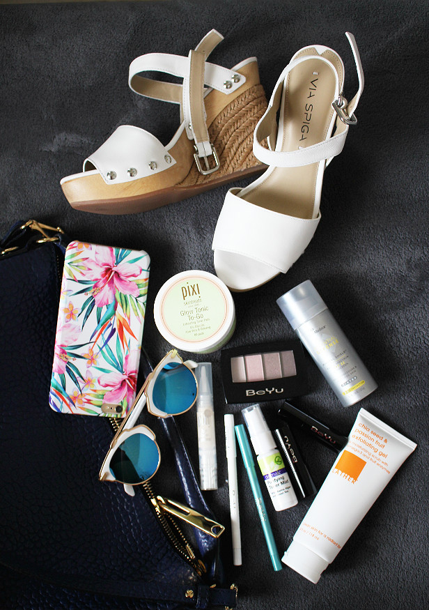 summer beauty essentials, 4th of july makeup, pixi glow tonic to-go, skinmedica spf 32 tinted sunscreen, lather chia seed exfoliating gel, zerouv, via spiga wedges