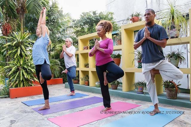 El yoga crece en Cuba