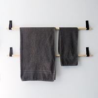 http://www.ohohdeco.com/2014/02/diy-towel-hanger.html