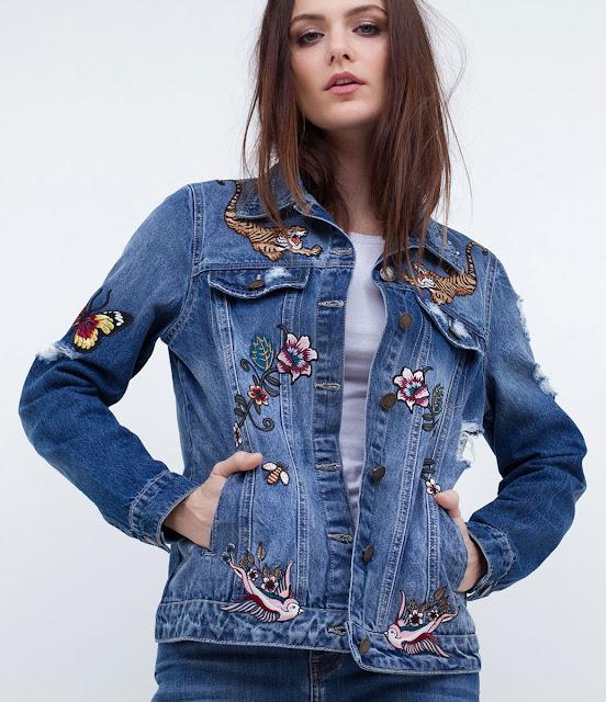 Jaqueta feminina com bordados na frente e nas costas