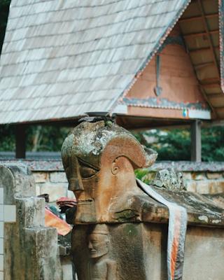 Berwisata ke Makam Raja Sidabutar, Sosok Sang Penguasa Tomok