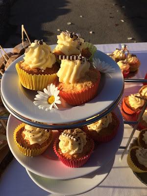 Cupcakes, Winterhochzeit in den Bergen am Riessersee Hotel Garmisch-Partenkirchen in Bayern, Kupfer, Dunkelrot, Hellblau, Grau, Winter wedding abroad Bavaria in copper, ruby red, light blue