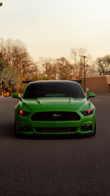 Ford Mustang, Green sports car, front