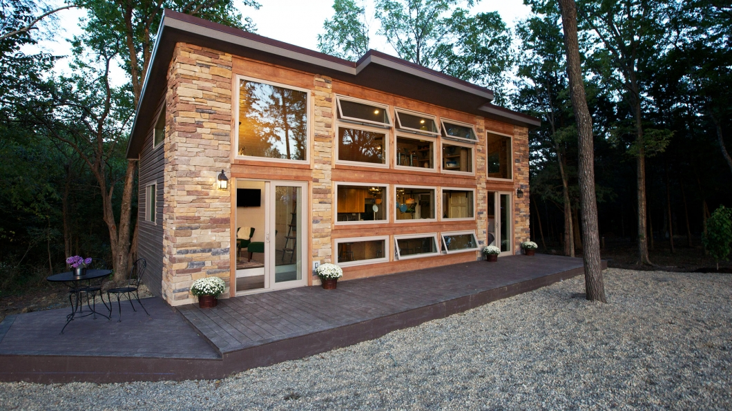 The Little Living Blog: Seven's Company Cabin (545 Sq Ft)