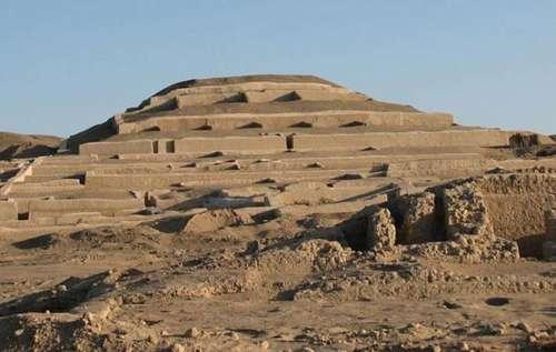 Pirámide de adobe de Cahuachi, Perú