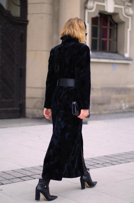 black total look; botki baldowski; płaszcz orsay