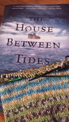 Yarn Along Wednesday, what I'm knitting and reading.