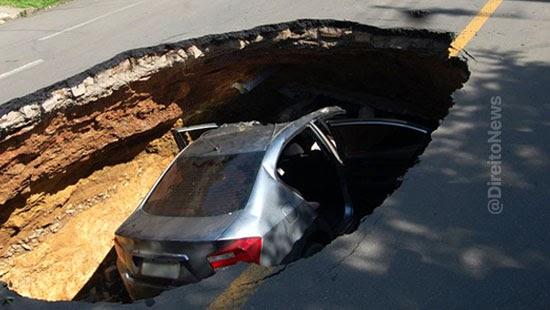 motorista carro engolido buraco via indenizado