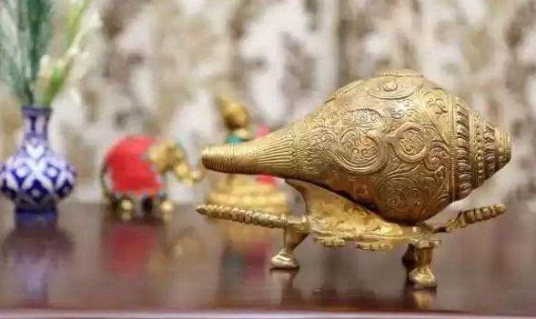 कर्नाटक से चोरी मिश्रित धातु का दुर्लभ शंख प्रयागराज मे बरामद, 2 गिरफ्तार - newsonfloor.com
