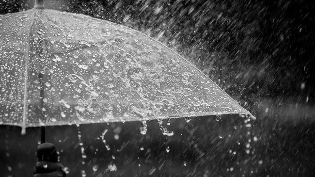Syahdunya Hujan Bikin Teringat Mantan
