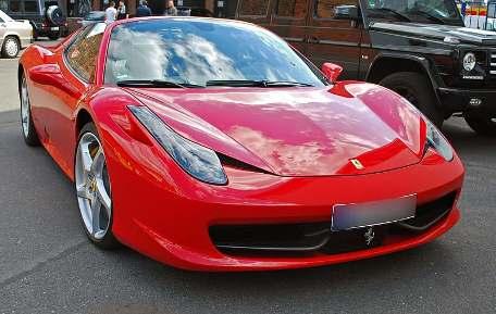 mobil glossy merah