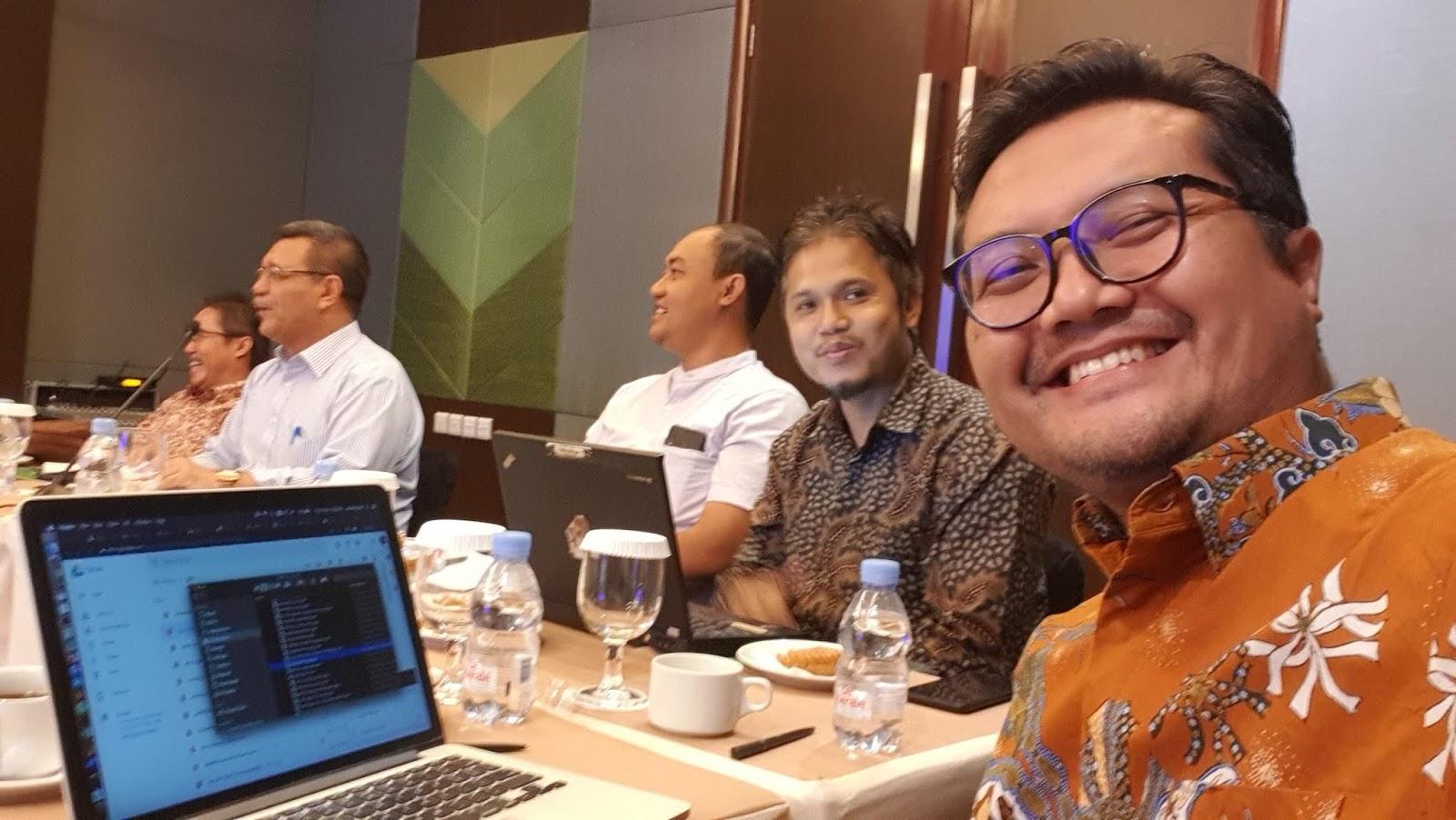 """Saat Ismail Fahmi Dikatai Oleh Buzzer Istana """"Cari Makan 01, Nyoblos 02"""""""