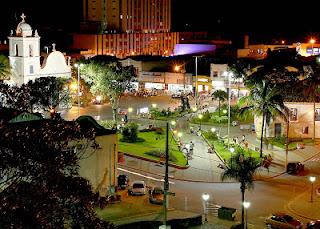 Centro histórico, em Itanhaém, à noite