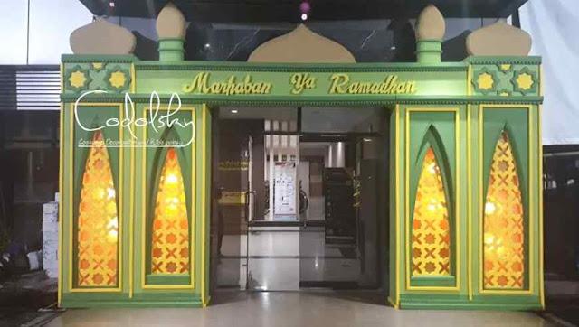 Dekorasi ramadhan gapura gate pintu masuk gedung kantor tema lebaran idul fitri dari gabus busa styrofoam mix tripleks pakai hiasan lampu, berbentuk miniatur kubah masjid.