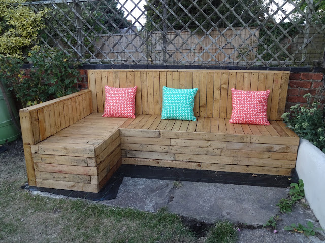 DIY Pallet Seating