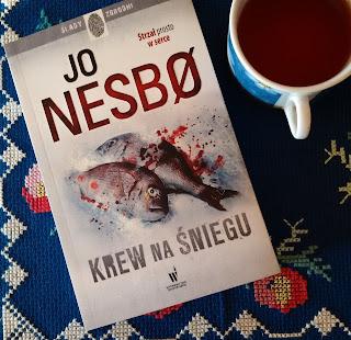 """Moje pierwsze spotkanie z norweskim autorem bestsellerów.  Recenzja """"Krwi na śniegu"""" Jo Nesbø."""