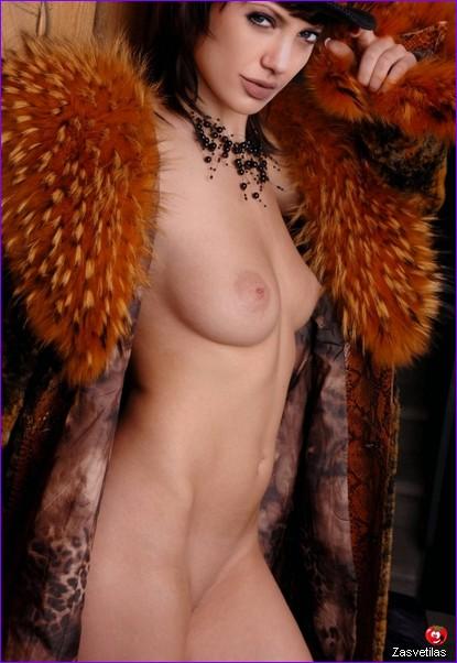 Анджелина Джоли голые сиськи