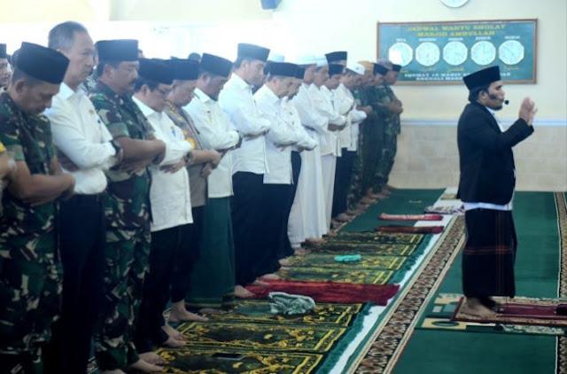 Jokowi Sholat Istisqo