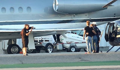T2 - Taylor Swift in romantic moment with new boyfriend next to her private jet