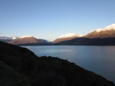 Lago Wakatipu desde la carretera de Queenstown a Glenorchy, Nueva Zelanda