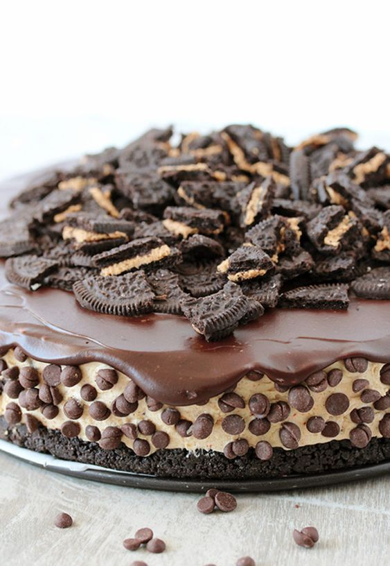 This No Bake Peanut Butter Oreo Cheesecake is a delicious dessert with peanut butter Oreo crust and peanut butter cheesecake filling, topped with chocolate ganache and crushed Oreos.