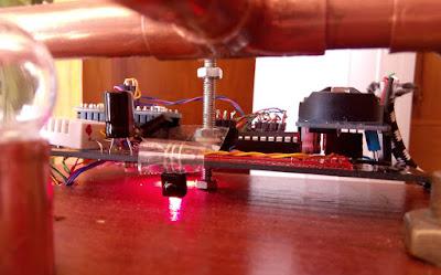 Detalle sensor IR Reloj Cromático Steampunk con Arduino