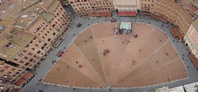 Sobre a Piazza del Campo em Siena