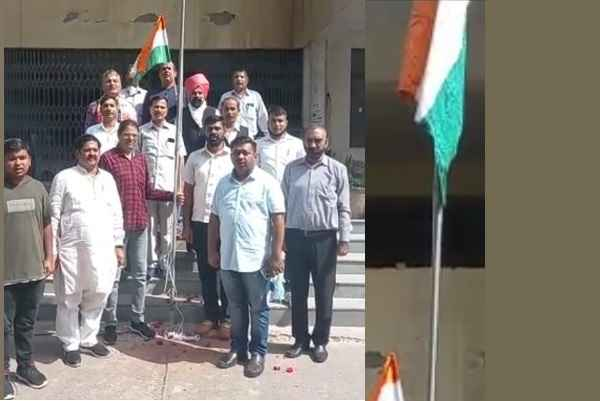 flag-hoisting-in-lawyers-chamber-building-sector-12-court
