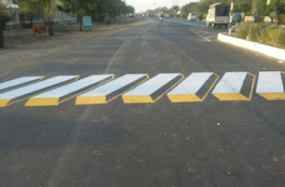 Branding Pengecatan zebra cross dengan ilusi optic (3D)