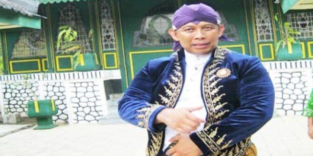 Pemerhati Metafisika: Kemunculan Misterius Ratusan Cacing di Solo Pertanda Buruk bagi Jokowi