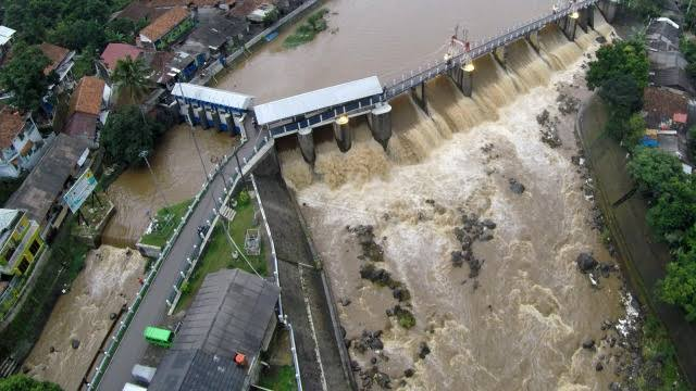 10 Pintu Air di Jakarta dan Sekitarnya Berstatus Siaga 4