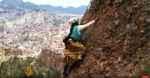 La primera cholita que corono el Huayna Potosí y el Illimani