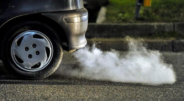 ¿Se debe calentar el auto antes de iniciar la marcha?
