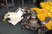 Tim SAR Satbrimob Polda Metro Jaya dan Ditpolairud Berhasil mengangkat Turbin dan Mainframe serta  Body Part Pesawat