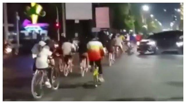 Rombongan Sepeda di Tegal Terobos Lampu Merah hingga Ganggu Pengguna Jalan Lain, Videonya Viral